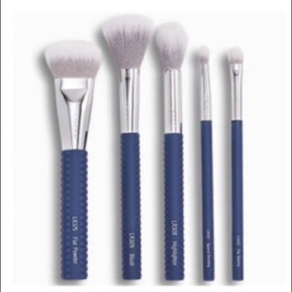 NEW! Designer Makeup Brushes Laruce